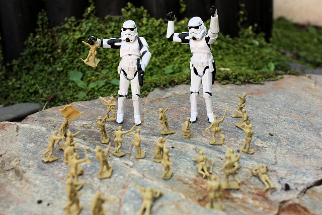 Small soldiers Vs. Stormtroopers