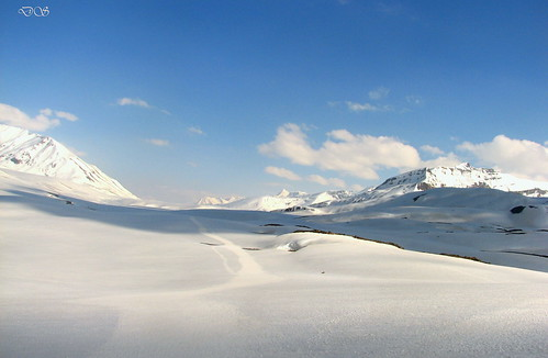 Snow covered Baralacha Pass 2