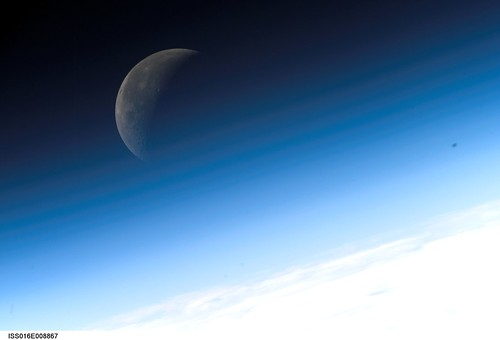 Crescent Moon (NASA, International Space Station Science, 11/03/07)