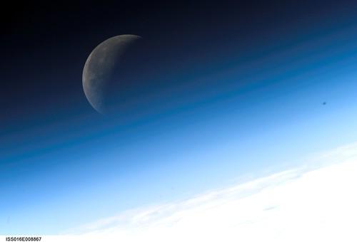 Crescent Moon (NASA, International Space Station Science, 11/03/07)