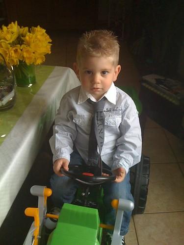 Enrique is blij met zijn nieuwe tractor...