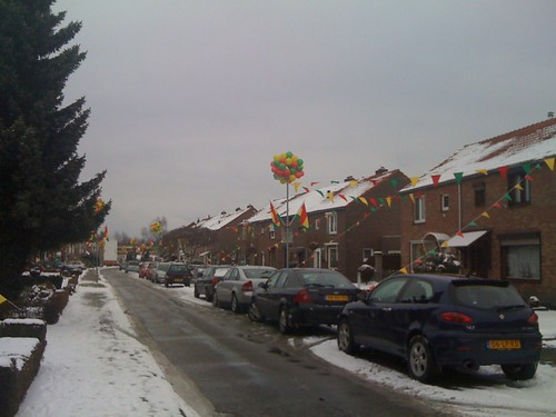 De straat is weer volop versierd... Part one #vl10