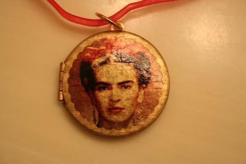 Frida pendant
