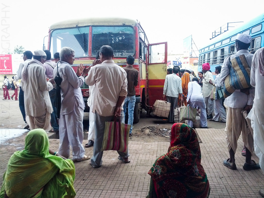 Lonar bus stand