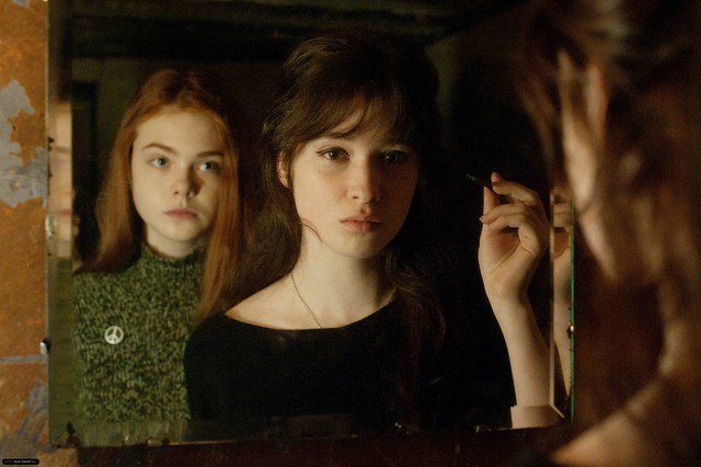 Ginger-Rosa-2012-Stills-alice-englert-32604089-2048-1363