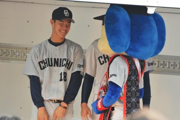 鈴木選手とドアラ