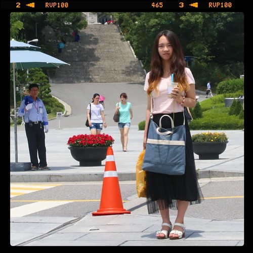 More towards the interior of the campus, we are bumping into more everyday students doing everyday things, such as carrying their cups of iced coffee. This young lady is wearing one of the most popular skirts in Korea this summer season and we had to ask