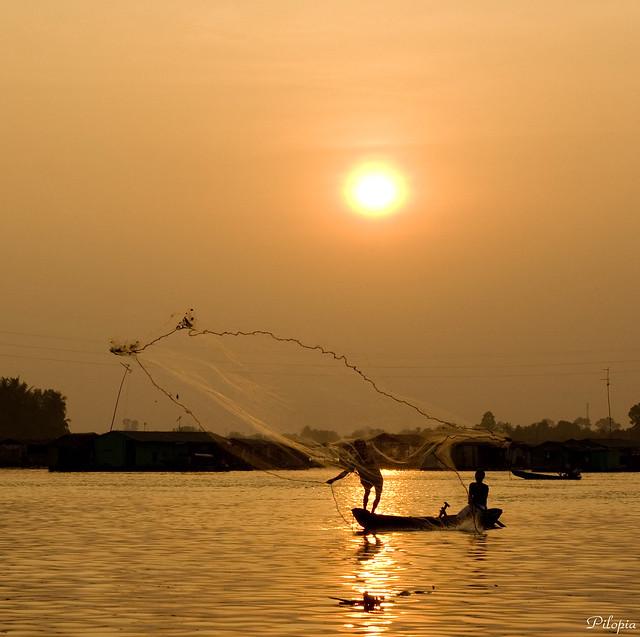 Sun Fishing - Lưới trời lồng lộng