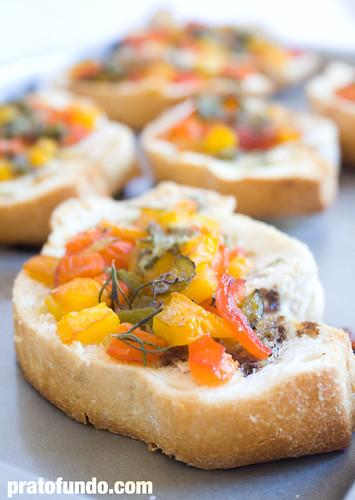 Pão Italiano + Pimentões tricolor + Manteiga
