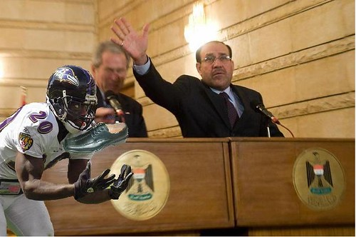 Ed Reed protects the President