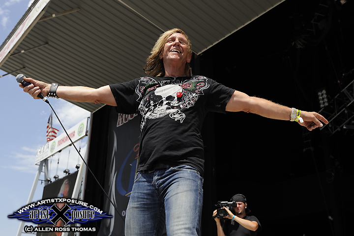 Helix's Brian Vollmer performs during the second day of Rocklahoma 2009.