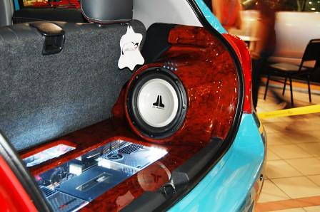 Toyota Yaris by Leather Plus Subwoofer