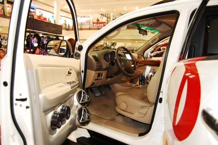 Toyota Fortuner by Kid Audio Driver's Door