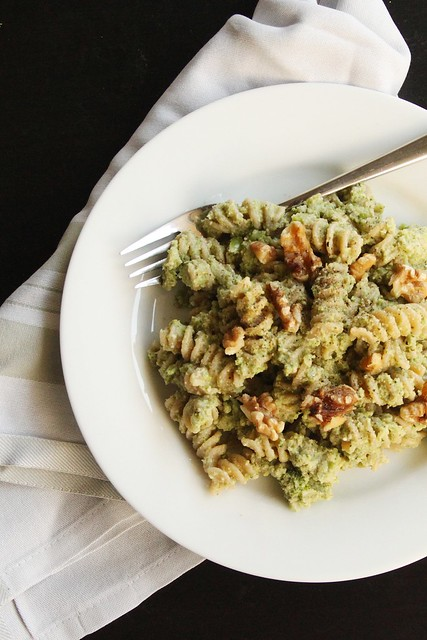 vegan broccoli walnut pesto