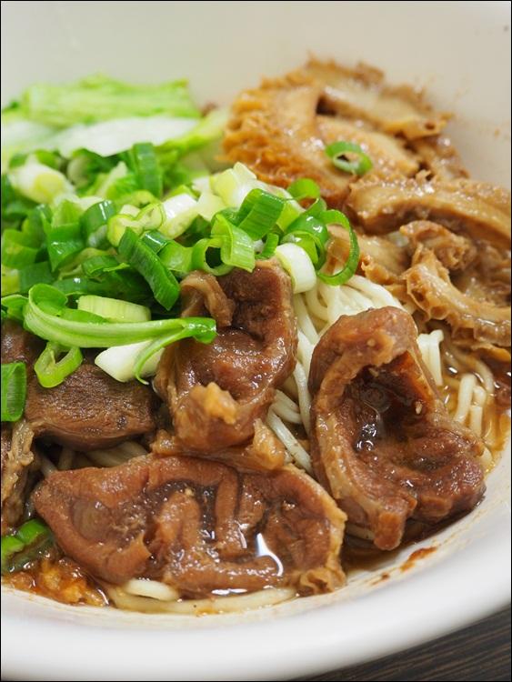 13666745365 674d02af54 o 陳師傅牛肉麵河南店,鴛鴦拌乾麵好吃