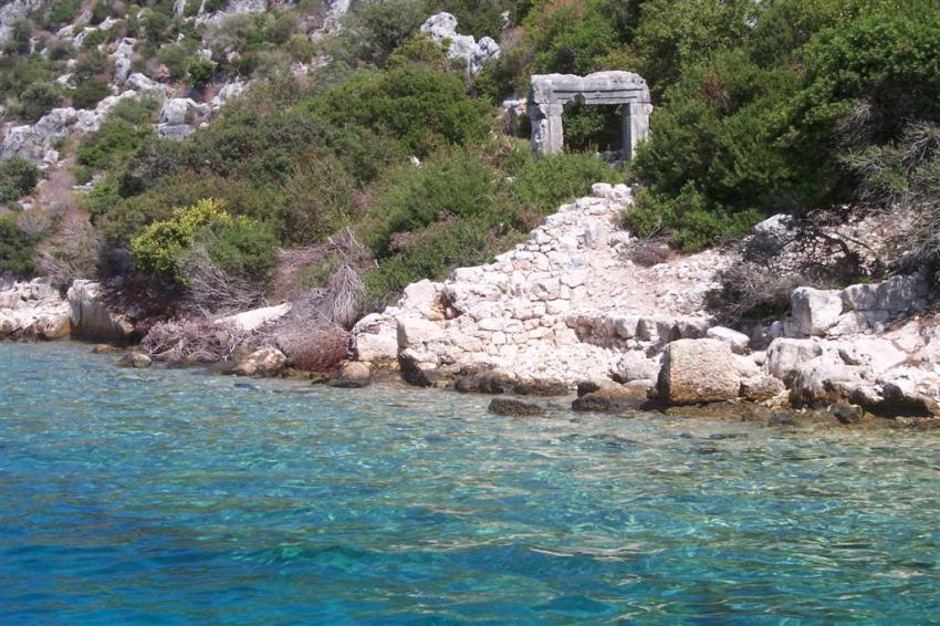 Construcciones que después de 18 siglos aún siguen en pie a orillas de la antigua ciudad (hoy sumergida)