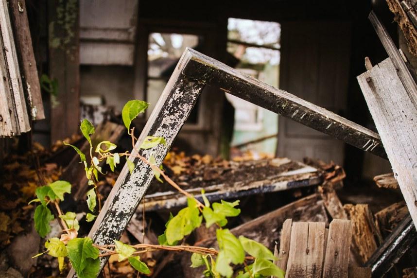 Abandoned Farm: Framed