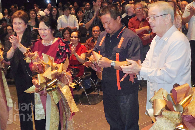 Newly-elected Senator JV Ejercito and San Juan City Mayor Guia Gomez officiating the cutting of the ribbons ceremony. (Photo by Anne Mirador)