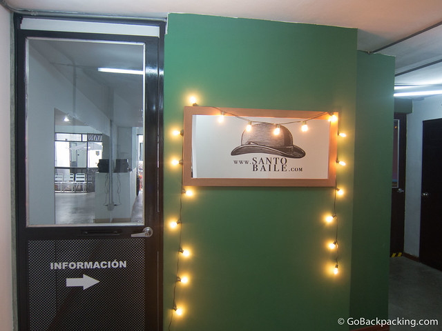Entrance to Santo Baile dance studio