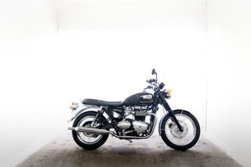 Triumph Bonneville T100 Special Edition Meriden 01