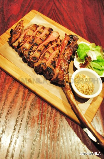 The gigantor Tomahawk good to serve 5-7 hungry tummies!  All's worth for  Php 2,895.
