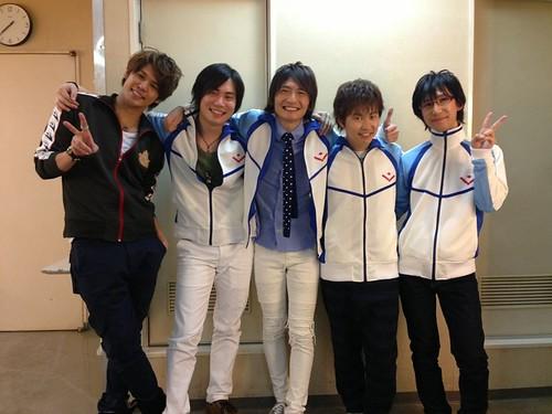 140127(2) – 長相青春、身材魔鬼的高中生美男競泳電視動畫《Free!》將推出第二期、5位聲優合影慶祝!