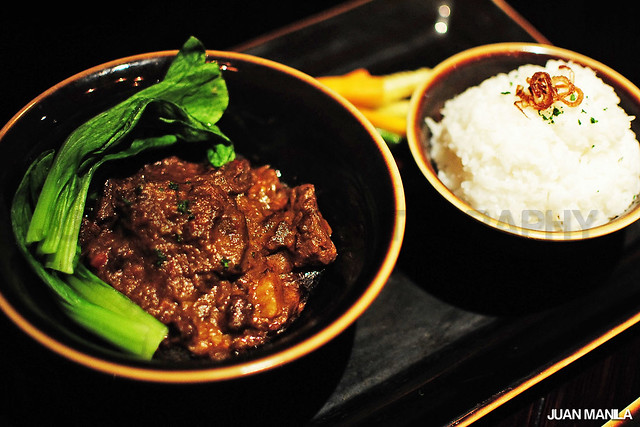 If you're up to more zest of curry in your appetite, then have a feast of Asian Beef Curry that will spice a little bit of tempo for the business meetings. Lunch is served between 11 am - 2 pm.