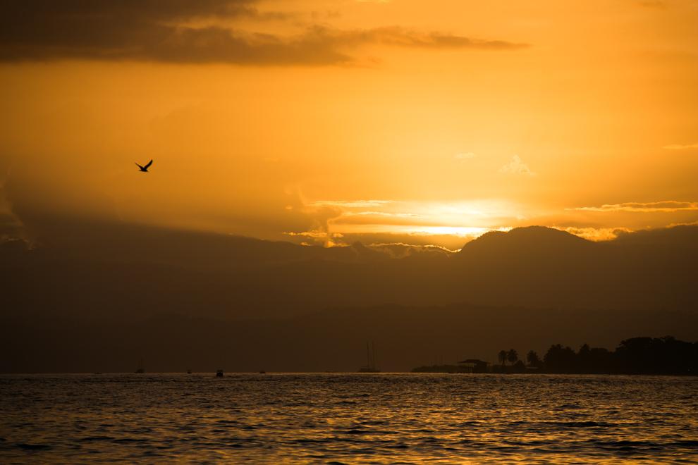 Los atardeceres del caribe son mágicos, las tardes y amaneceres suelen ser nubladas lo cual crea un contraste interesante de colores. (Tetsu Espósito)