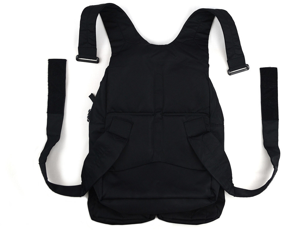 Helmut Lang military cargo vest from S:S 1999. In excellent used condition with minor signs of wear. Made in Japan.   3