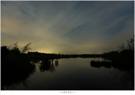 Wolken, maar met voldoende gaten voor een glimp van de nachtelijke sterrenhemel en het maanlicht