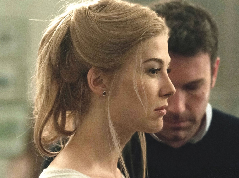 gone-girl-2014-001-amy-profile-obscuring-nick