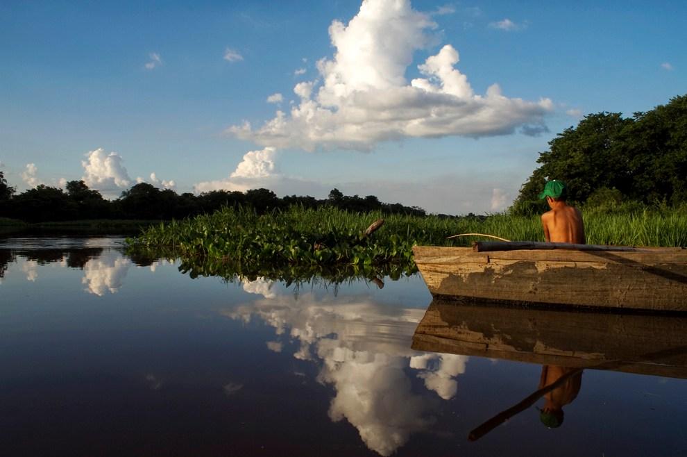 Pescando en una tarde apacible en las aguas del Rio Jejui un viernes de la semana santa pasada donde compartimos las vivencias con los pobladores de Puerto La Niña. (Puerto La Niña, San Pedro, Paraguay - Tetsu Espósito)