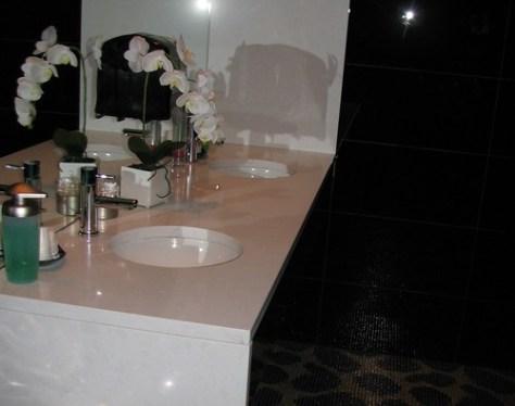 Glowbal Bathroom