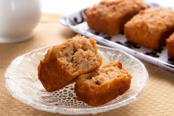"""Crunchy top"" apple muffins"