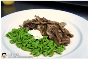 [西餐]主菜類 羅宋炒牛肉附菠菜麵疙瘩