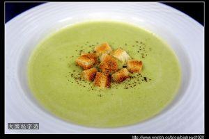 [西餐]湯類 青豆仁漿附麵包丁