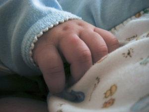 Anchetă după moartea suspectă a unui bebeluş de patru luni