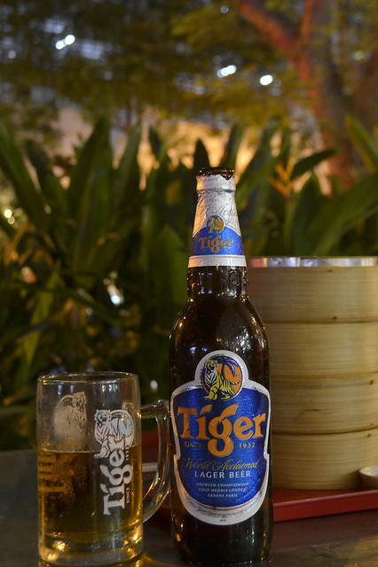 Write About Singapore _ Drinking Tiger Beer in Hawker Centers