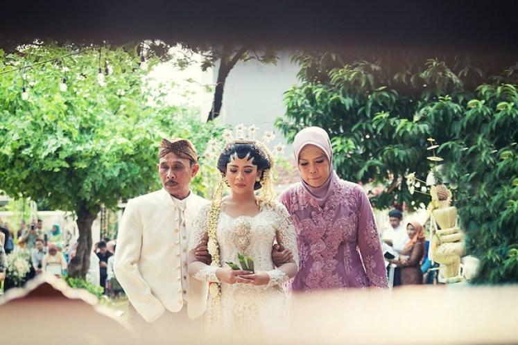 gofotovideo pernikahan outdoor adat jawa di rumah sarwono 225