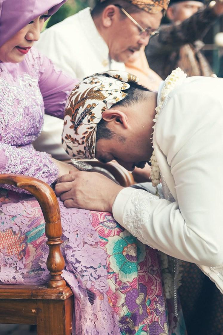 gofotovideo pernikahan outdoor adat jawa di rumah sarwono 241