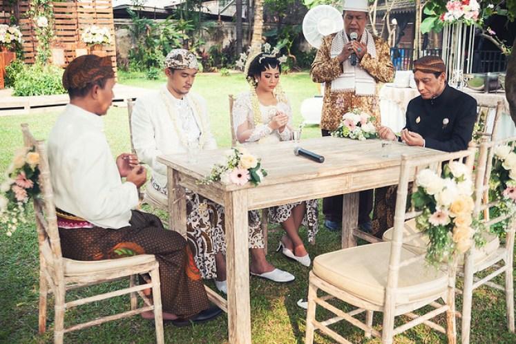 gofotovideo pernikahan outdoor adat jawa di rumah sarwono 221