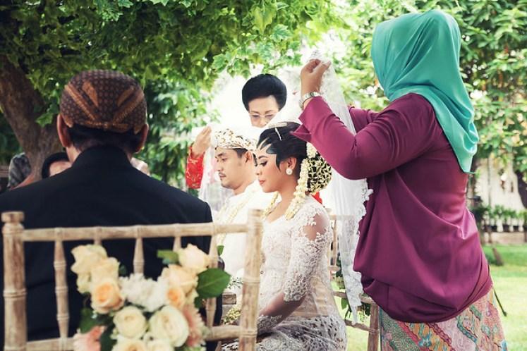 gofotovideo pernikahan outdoor adat jawa di rumah sarwono 217