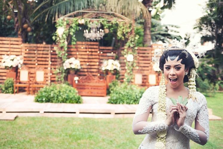 gofotovideo pernikahan outdoor adat jawa di rumah sarwono 222