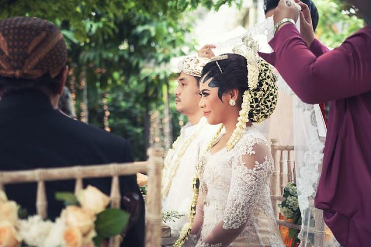 gofotovideo pernikahan outdoor adat jawa di rumah sarwono 216