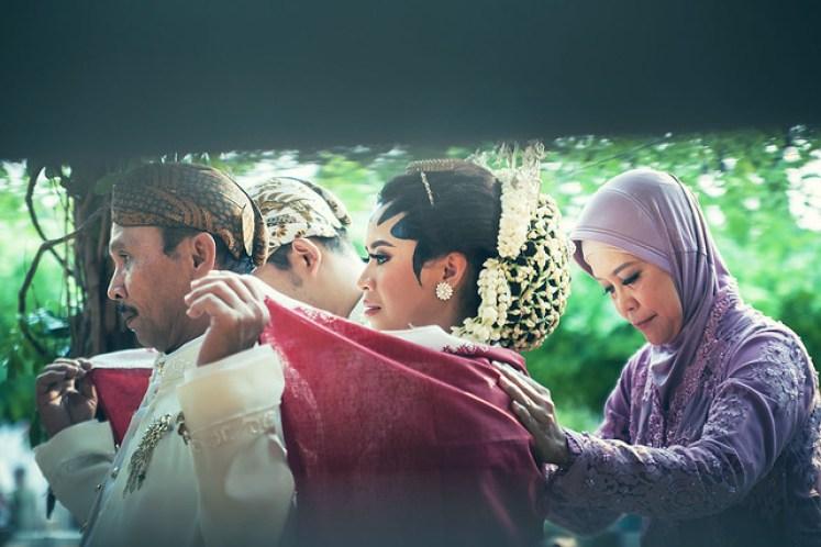 gofotovideo pernikahan outdoor adat jawa di rumah sarwono 236