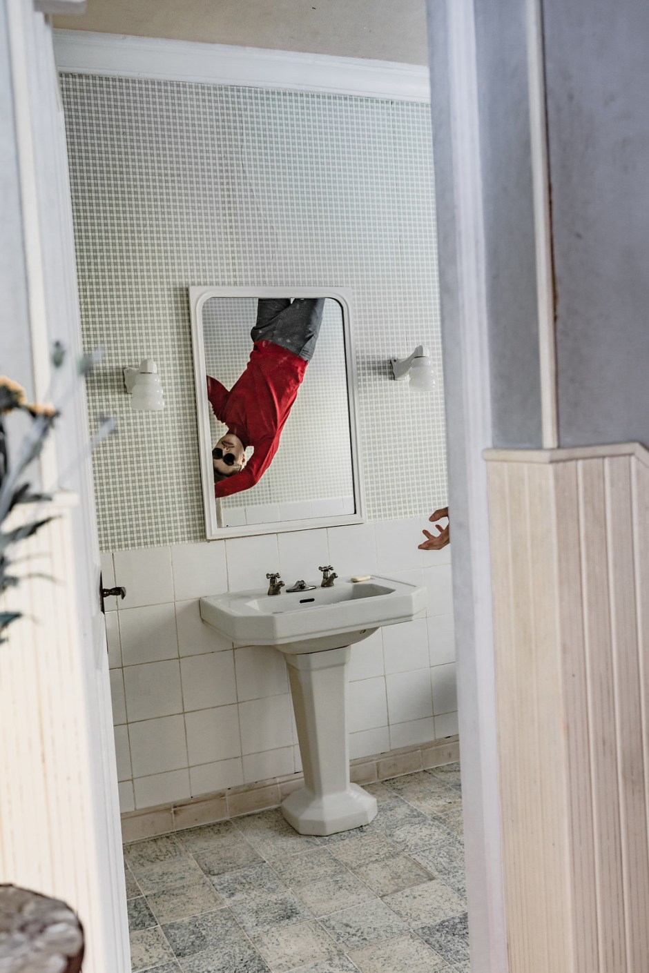 Bathroom_the_house_falling_from_the_sky-25副本