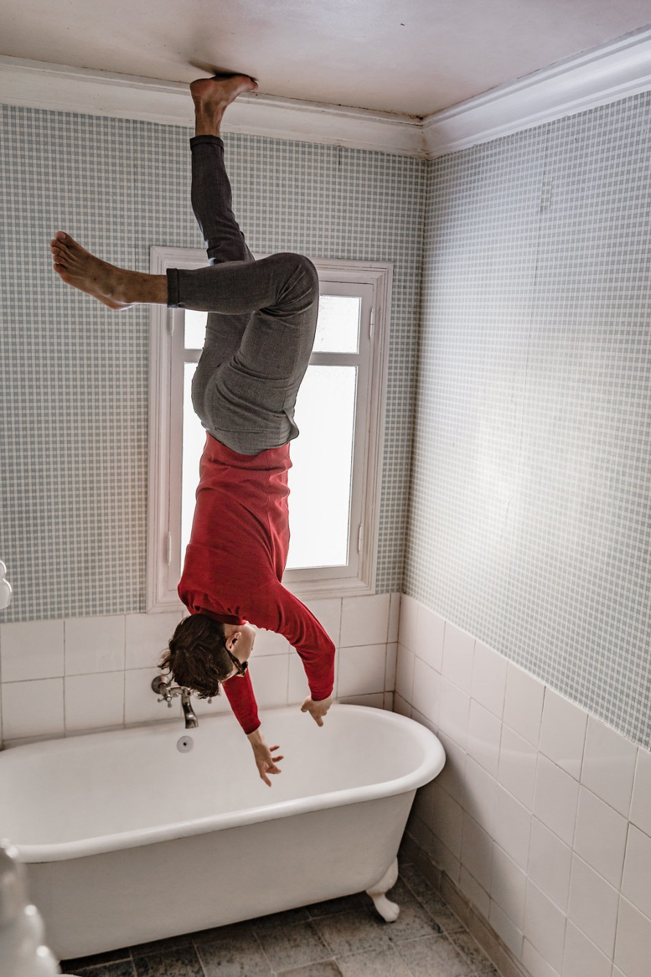 Bathroom_the_house_falling_from_the_sky-8