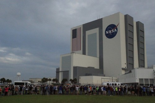 Astronauts drive by Tweetup Participants @nasatweetup