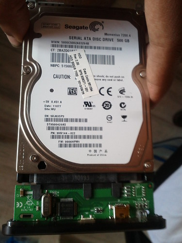 Connecting the HDD to the casing