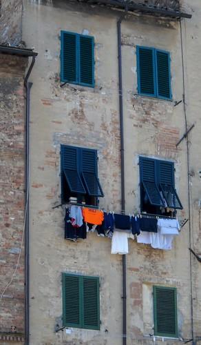 Siena Laundry Line